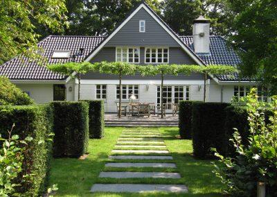 Klassieke tuin met spiegelvijver
