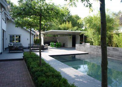 Moderne zwembadtuin